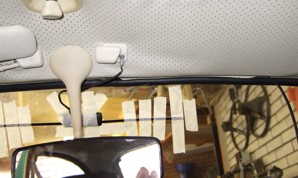 Windscreen antenne from inside